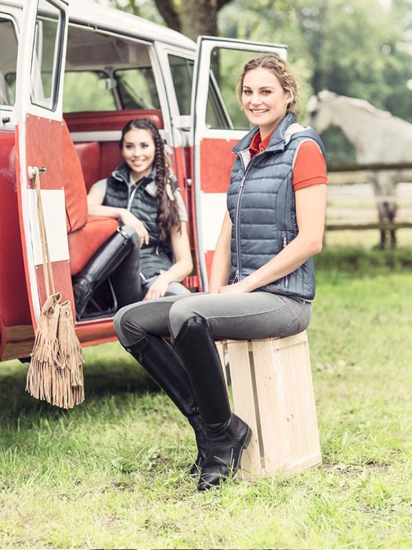 Westen und Shirts in Kombination, Reitsport Toscaninihof Salzburg, Reiten, Pferde, Reitsportmode
