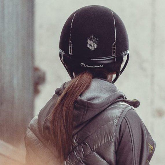 Helme die nicht nur schützen sondern auch modern sind, Reitsport Toscaninihof Salzburg, Helme, Pferde, Reiter, Reiten